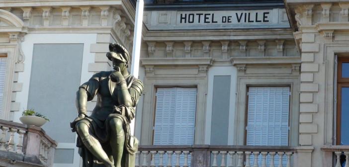 Mairie d'Evian les bains Michel Ange statue de Lorenzo de Medici, penseur