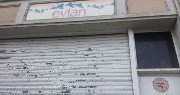 L'eau d'Evian ne coule plus derrière ces portes