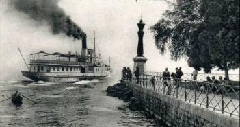 Le phare et départ d'un bateau