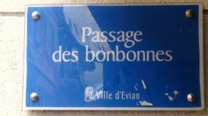 Passage des bonbonnes Evian plaque de rue