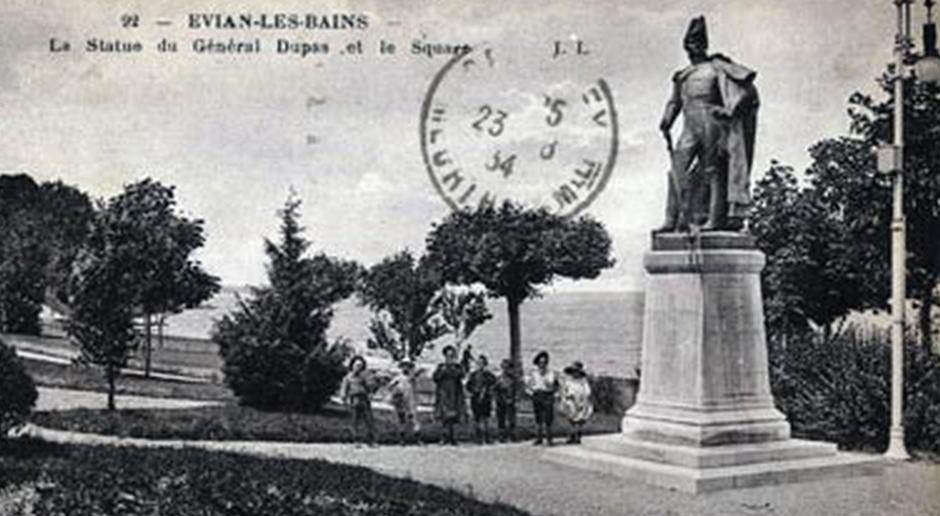 Statue du général Dupas et le square